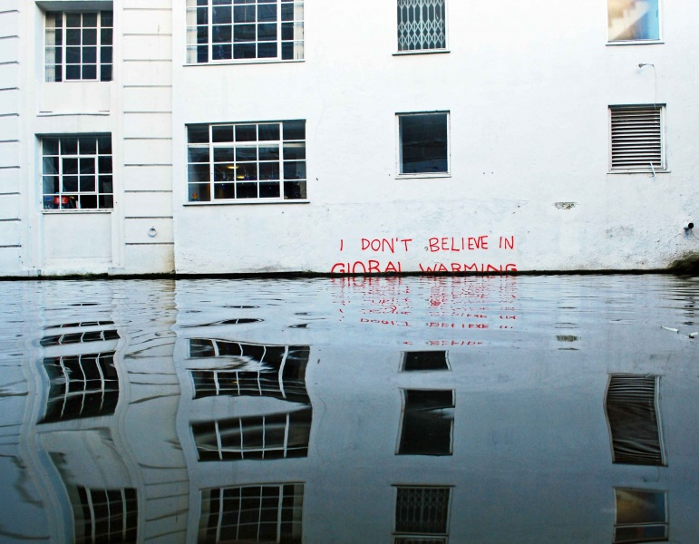 """Non credo nel global warming"" di Banksy"