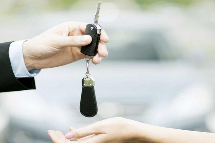 Scambio di chiavi tra proprietari di auto