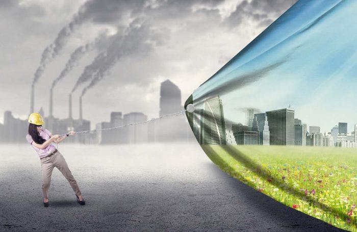 Una donna elimina l'aria inquinata da una città tirando verso di sé un telo
