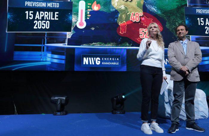 """Licia Colò con il meteorologo Luca Lombroso durante il talk iniziale di """"New World in Green"""", Roma, 14 aprile 2019"""