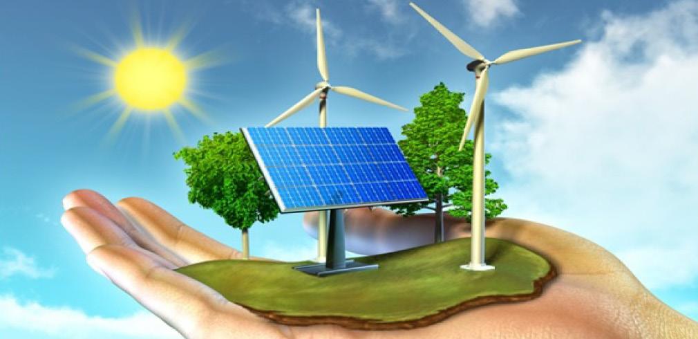 Una mano sostiene dei pannelli solari e delle pale eoliche
