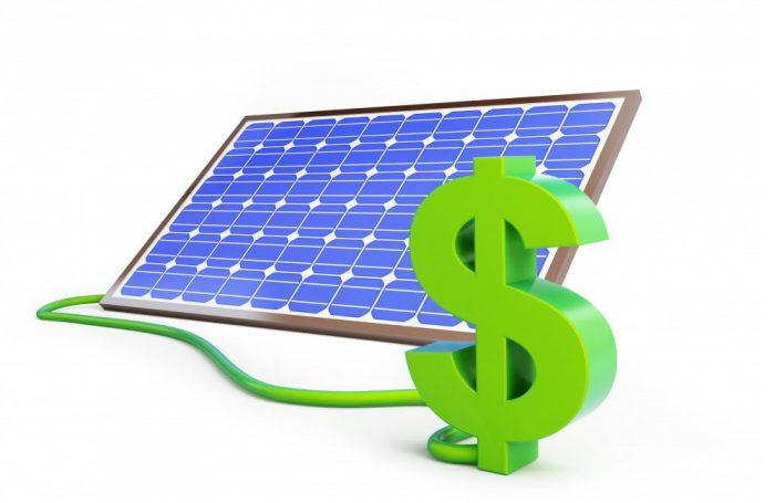 Un pannello solare collegato al simbolo del dollaro